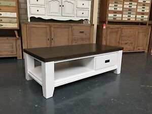 LE FRANSCHHOEK - COFFEE TABLE Leumeah Campbelltown Area Preview
