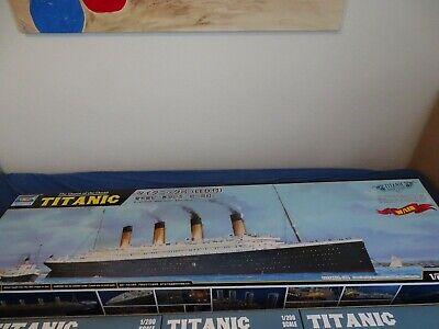 Titanic Modellbausatz mit Beleuchtung im Maßstab 1:200
