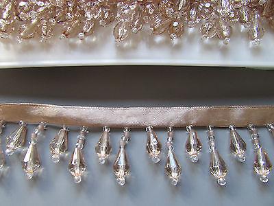 Hell Gold / Champagner Perlenbesetzt Franse/Borte Beste Qualität 45% Glas Kostüm