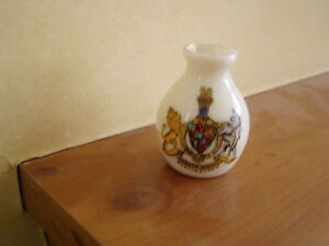 RARE-BURTON-AGNES-DRIFFIELD-YORKSHIRE-CREST-VASE-WATERFALL-CRESTED-CHINA