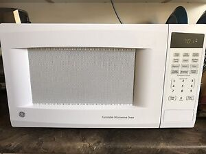 GE 1.1 cu.ft. White Countertop Microwave