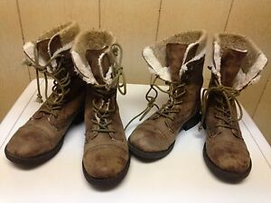 2 pairs of roxy boots 6 and 6.5