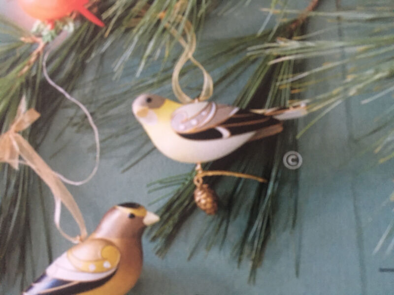 2021 New Hallmark Limited LADY EVENING GROSBEAK Beauty Of Birds Ornament NIB