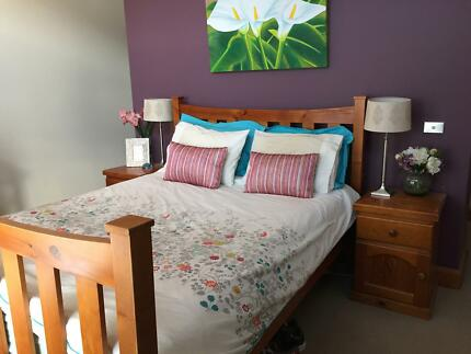 Country style wooden queen size bed West Bathurst Bathurst City Preview