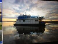 Looking to rent a house boat