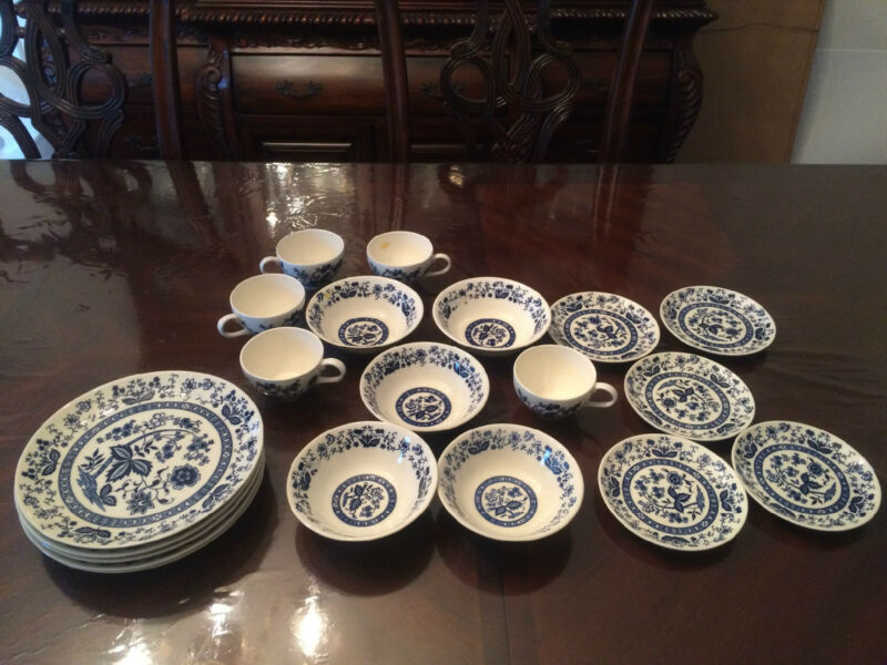 BLUE ONION CHINA 20 PIECES, CUPS, SAUCERS, BOWLS, PLATES, VINTAGE