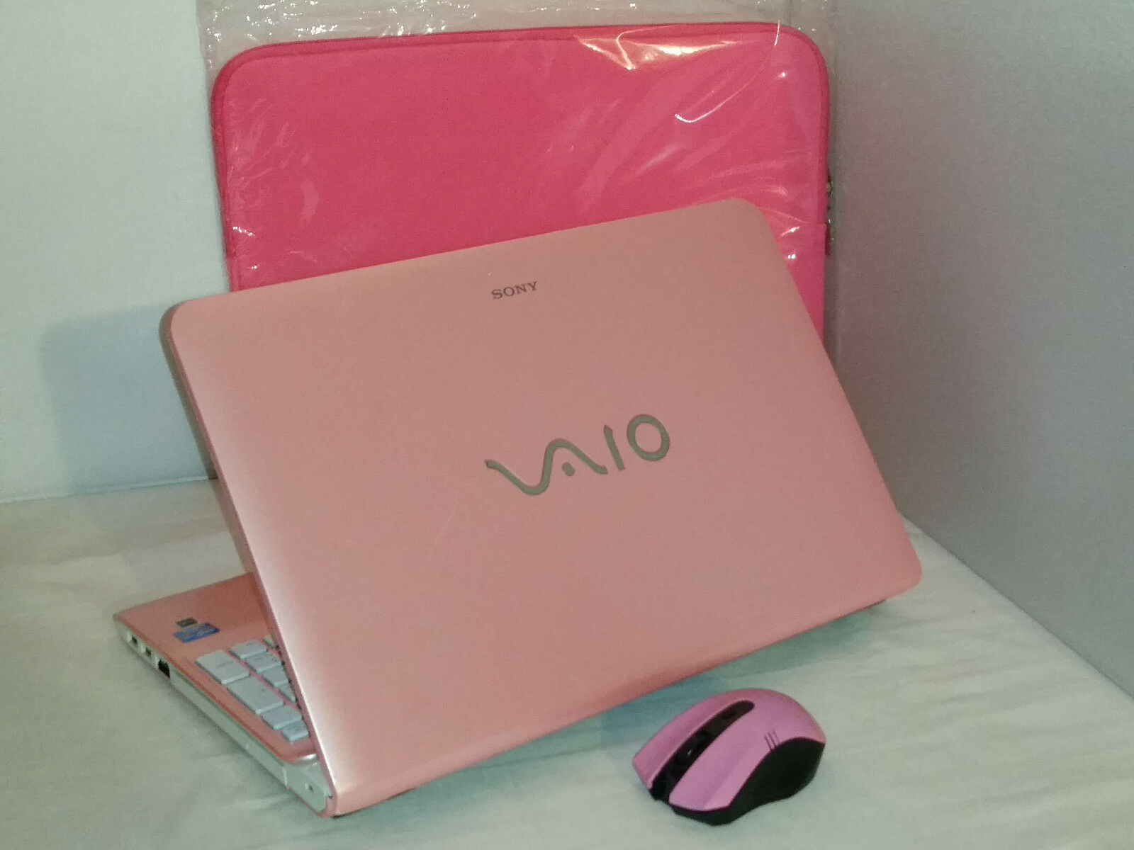 "Pink Sony Vaio SVE15126CXP 15.5"" 750gb 6gb Windows 10 i5 2.50GHz Office 2016"