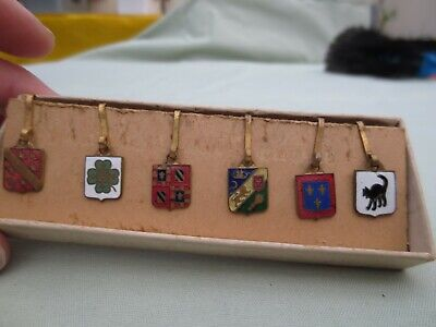 5 ANCIENS PETITS BLASONS EMAILLES / EPINGLETTE /