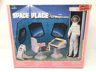 """Space Place for 11 1/2 Fashion Doll"" 1985 Jestoy Barbie Playset"