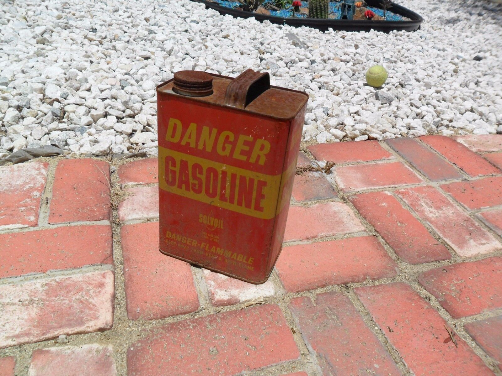Vintage Red & Yellow One Gallon Gas Gasoline Metal Can Container Solvoil Danger
