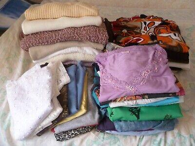 lot de 30 vêtements dame (brocante)  pulls/jupes/t-shirts taille 42/44