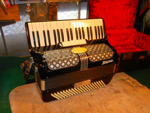 Vintage Large  Accordion ZENTURItaly Piano Style Alligator case 41 Keys 120