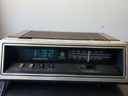 Vintage G.E. General Electric Clock Radio Retro Blue LCD Digital Alarm 7-4651B