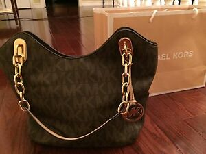 Michael Kors Handbag/purse