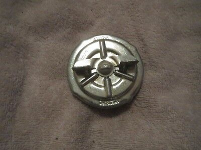 NOS 1980 - 1986 FORD F100 F150 F250 F350 BRONCO GAS FUEL CAP ASSEMBLY NOS FORD