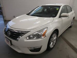 2015 Nissan Altima 2.5 SL- BACK-UP CAM! NAV! LEATHER! ALLOYS!