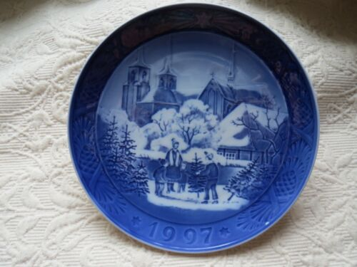 Royal Copenhagen 1997 Roskilde Cathedral Christmas Plate