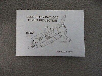 NASA 1989 EMPLOYEE SHUTTLE POCKET SPEC GUIDE SECONDARY PAYLOAD FLIGHT PROJECTION