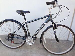 Fuji Crosstown 3.0 ladies cruiser bicycle with suspension fork