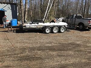 Tri-axle trailer for sale