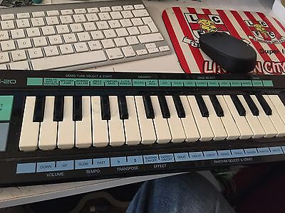 Yamaha Portasound PSS-20 Electronic Musical Keyboard