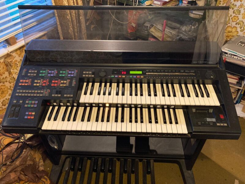 Yamaha HS 8 Electone Organ in good working condition HS 8 music