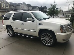 2010 Escalade Cadillac great shape low km