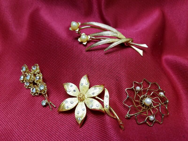 """Vintage To Modern BROOCHES PINS LOT OF 4 One Gold Filled 1 """"JJ"""" Gold Ten TC1269"""