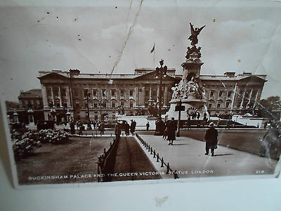 Buckingham Palace Statue (Buckingham Palace+Queen Victoria Statue London RP Postcard Franked+Stamped 1952)