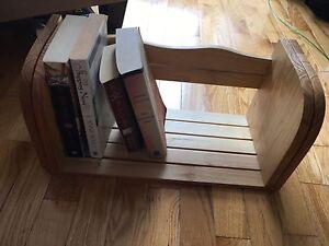 Expandable bookshelf