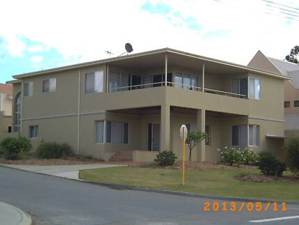 LARGE BEDROOM & PRIVATE BATHROOM: SUIT COUPLES OR TWIN SHARE Yokine Stirling Area Preview