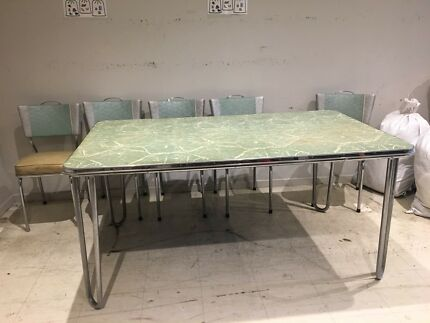Retro Vintage 50's/ 60's Kitchen Table and 5 Chairs