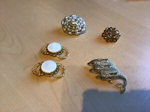 Bijoux anciennes broches $3.00 chacune.