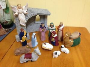 Vintage Ceramic 14 Piece Nativity Set