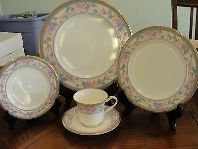 Noritake Embassy Suite 1  5 Pieces Setting