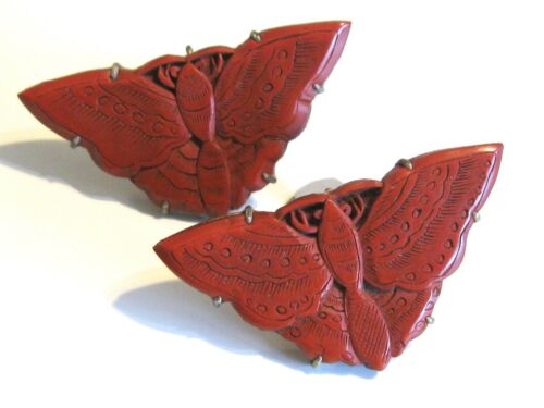 ANTIQUE VINTAGE PAIR SET CHINESE EXPORT CARVED CINNABAR LACQUER MOTH DRESS CLIPS