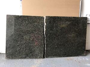 2 Morceaux de Granit (noir/vert)