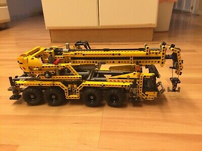 LEGO Technic Mobile Crane (8053), working crane with outriggers