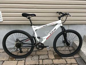 "26"" Ccm Full Suspension Mountain Bike / Vélo De Montagne Ccm 26"""