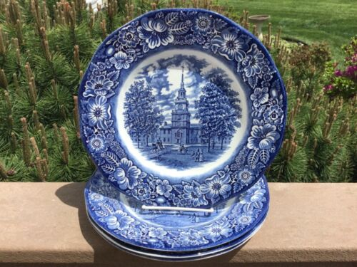 """LIBERTY BLUE DINNER PLATES SET OF (4) 9 3/4"""" WIDE CLEAN NO DAMAGE OR KNIFE CUTS"""