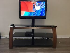 "Samsung 32"" LCD  SRS TruSurround HD™ With TV table"