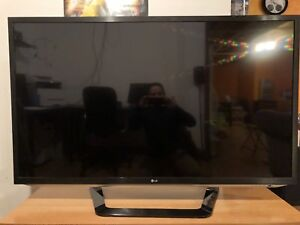55 inch LG 2D / 3D CINEMA TV - reason for sale got a new TV