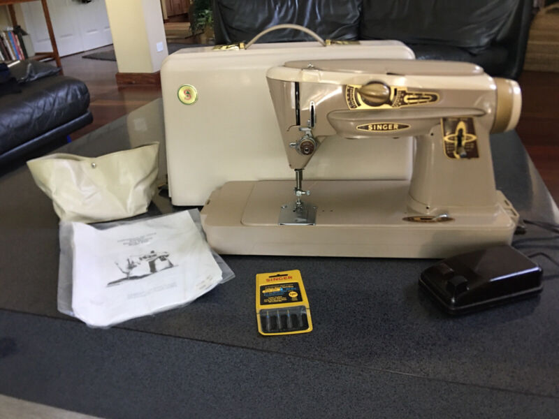 Singer 500A The Rocketeer Sewing Machine & Case, Slant-O-Matic - Nice