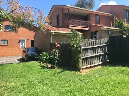 Room available in Coburg townhouse. Bills & ADSL2 included