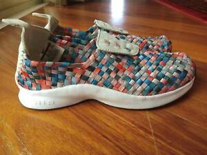 Nike Womens Air Woven Shoes