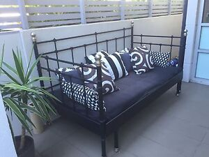 Gorgeous Comfy Day Bed Artarmon Willoughby Area Preview
