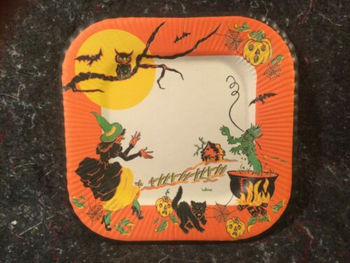 VINTAGE HALLOWEEN SINGLE LARGE PLATE WITCH CONJURING AN EVIL SPIRIT