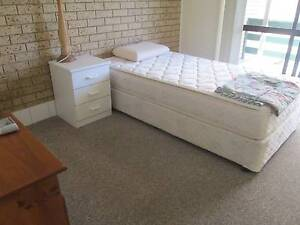 CLEAN FURNISHED SINGLE BEDROOM+LARGE BALCONY+PRIVATE BATHROOM Tweed Heads West Tweed Heads Area Preview
