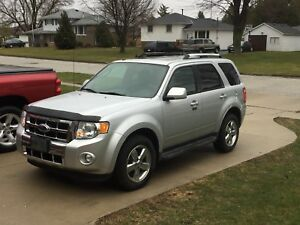 2011 Ford Escape limited- mint