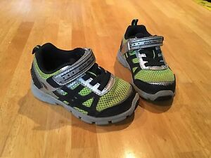 Boys stride rite sneakers size 6